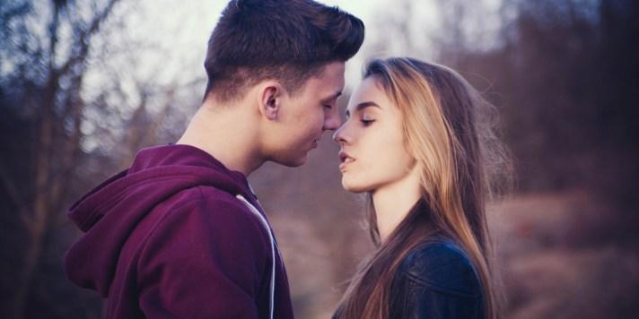 Fidanzamento tra adolescenti… vietarlo, accettarlo, controllarlo, che fare?