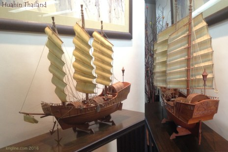 I love boats, and models of boats, especially when they have an Asian style. This model in the hotel lobby was a real beauty!