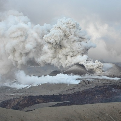 Fracking magma: field and experimental investigation of hydrofracture in volcanic systems