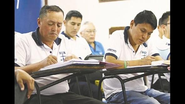Buscan aplicar ley que reduce las penas de los que estudian