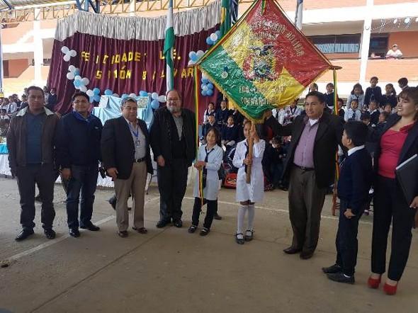 """Unidad Educativa """"Simón Bolívar"""" cumplió 163 años al servicio de la educación"""