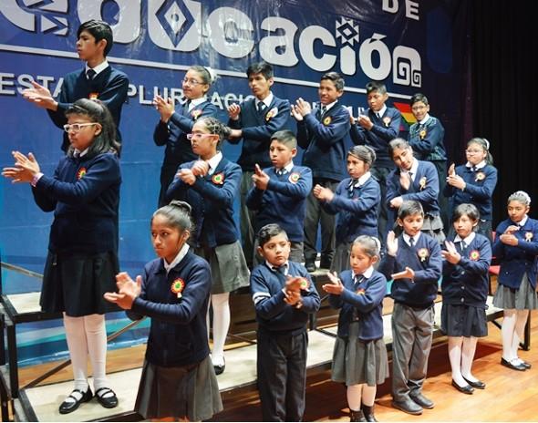 Educación presenta interpretación oficial del Himno Nacional en lenguaje de señas