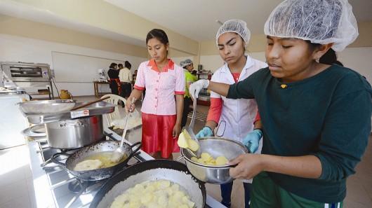 Gastronomía, una alternativa para los jóvenes de comunidades cruceñas
