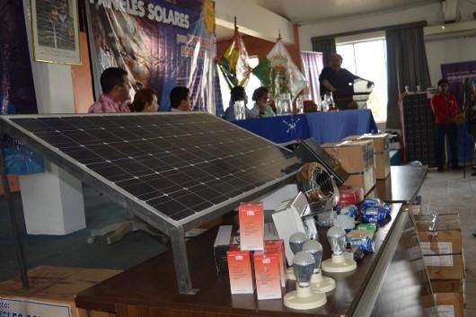 Pando: Educación entrega paneles solares para garantizar energía eléctrica