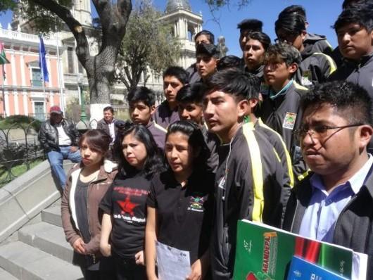 Jóvenes aguardan Decreto de Pasantías