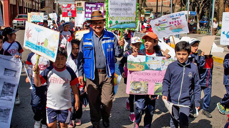 Niños instan al Alcalde a recuperar el río Rocha