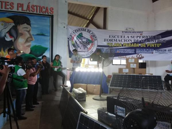 Gobierno entrega paneles solares en Beni