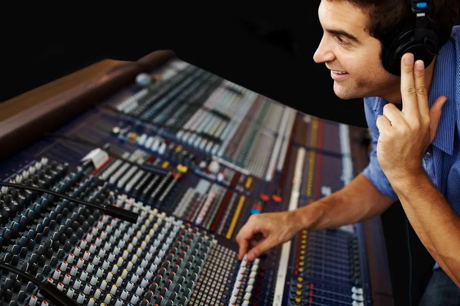 tv and radio broadcast engineers job salary and school
