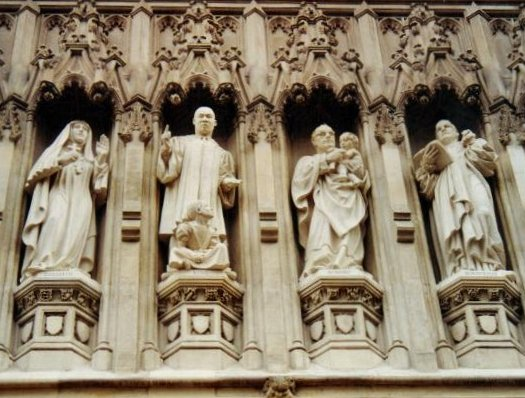 Westminster Abbey's 20th Century Martyrs. (By photographer- T.Taylor - Public sculpture, CC BY-SA 3.0, Link.)