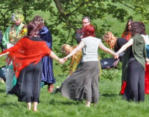 Pagan handfasting ceremony at Avebury (Beltane 2005) - source: ShahMai Network
