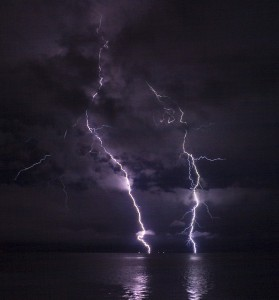 Ian Boggs, Lightning on the Columbia River, CC-BY-SA 2.0