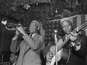 """""""Bunk Johnson, Leadbelly, George Lewis, Alcide Pavageau (Gottlieb 04541)"""" by William P. Gottlieb - This image is available from the United States Library of Congress's Music Division under the digital ID gottlieb.04541.This tag does not indicate the copyright status of the attached work. A normal copyright tag is still required. See Commons:Licensing for more information.العربية