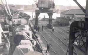Funcionários trabalhando, Porto Velho - Rio Grande. Ano 1940.