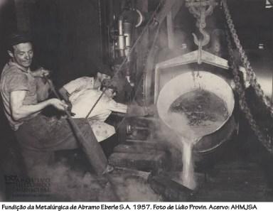 Fundição da Metalúrgica de Abramo Eberle S.A. 1957. Foto de Líbio Provin.