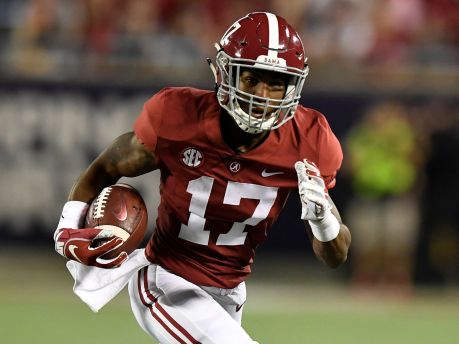 The Giants may look to take Alabama wide receiver Jaylen Waddle in this year's draft