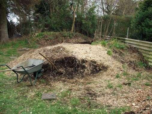 Gelegentlich ist es sinnvoll, einen Komposthaufen umzusetzen, © Dagmar Offermann