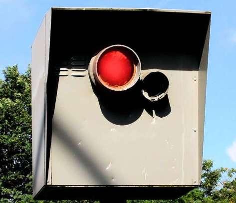 Als Starenkästen werden die Anlagen zur Verkehrsüberwachung bezeichnet, © Rike / Pixelio.de