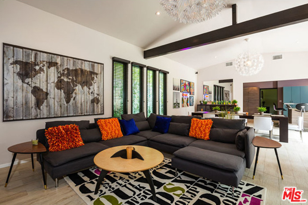 The Pop Star And Nashville Native Owns A Horse Ranch In Hidden Hills Another Home Studio City