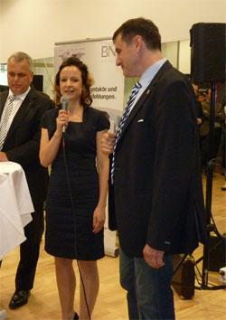 """Jens Fiedler mit Daniela Meißner und Steffen Herzog von der """"INFINUS AG Ihr Kompetenzpartner"""" bei ihrer Präsentation"""