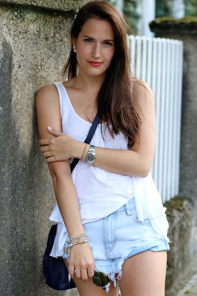 Sommeroutfit weißes Shirt Jeansshorts, roter Lippenstift im Alltag, Fashionblogger Nürnberg, Fashionblog Nürnberg, Blog Nürnberg