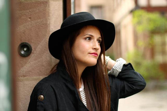 Herbstliches Outfit mit Hut, Gemütlicher Herbstlook, Waxed Skinny Jeans, Look mit Hut