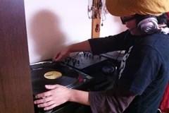 画像:DJ中のsdu
