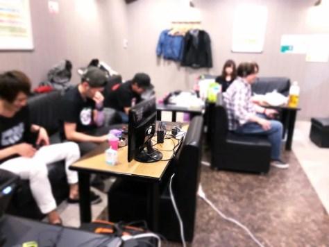 イベント会場でスプラトゥーン2をプレイするフレンドさんたち