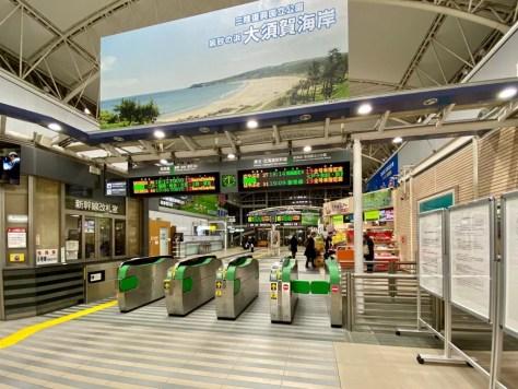 八戸駅の改札口