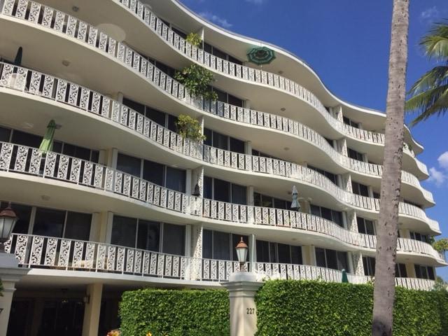 Melbourne House Palm Beach condos