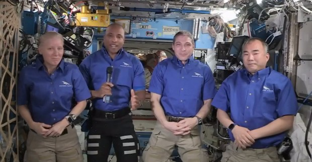 - SGT L SPACEX RETURN 03 0427 - Pomona native Victor Glover, his NASA-SpaceX crewmates reflect on 6 months at space station – Whittier Daily News