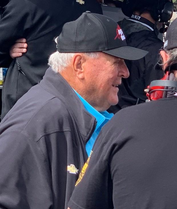 AJ Foyt visits the pits in Monterey. (Photo by Jo Murray, Grunion Gazette/SCNG)
