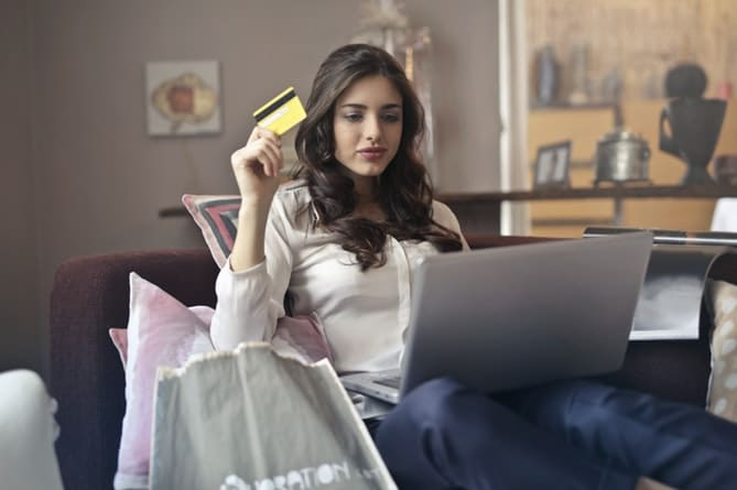 woman-with-credit-card-ordering-online