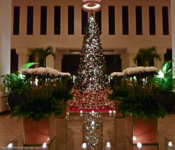 christmas tree @ le meridien angkor lobby