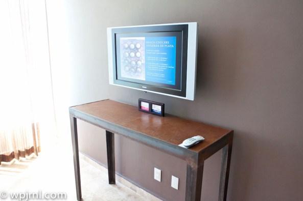 Hyatt Regency Cancun - Eternity Suite - tv on bedroom