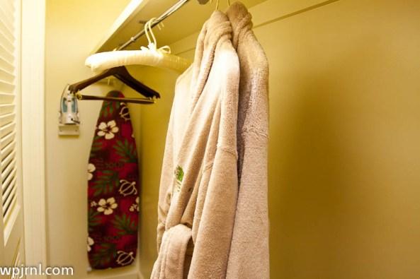 Grand Hyatt Kauai Deluxe Ocean Suite - Wardrobe