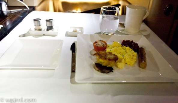 Etihad Airways New York to Abu Dhabi First Class - Breakfast