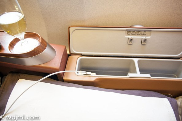 Singapore Airlines First Class SQ211 SIN-SYD Boeing 777-300 (773) - USB Charger