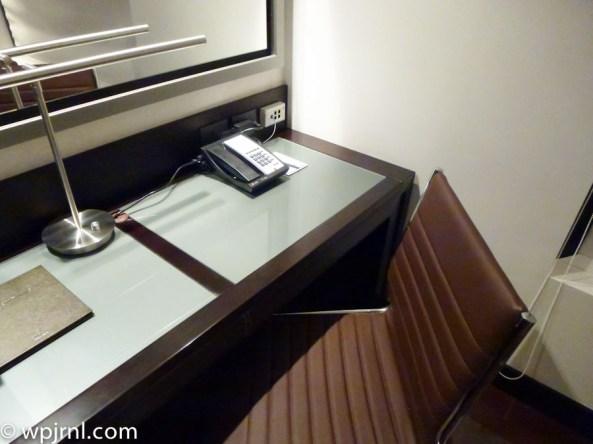 Hilton Bogota Suite - desk