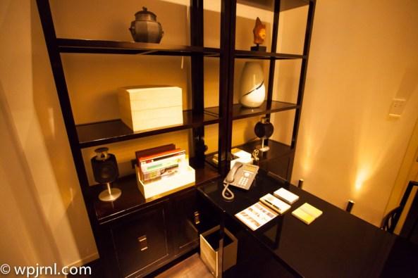 Park Hyatt Shanghai Diplomatic Suite - office desk
