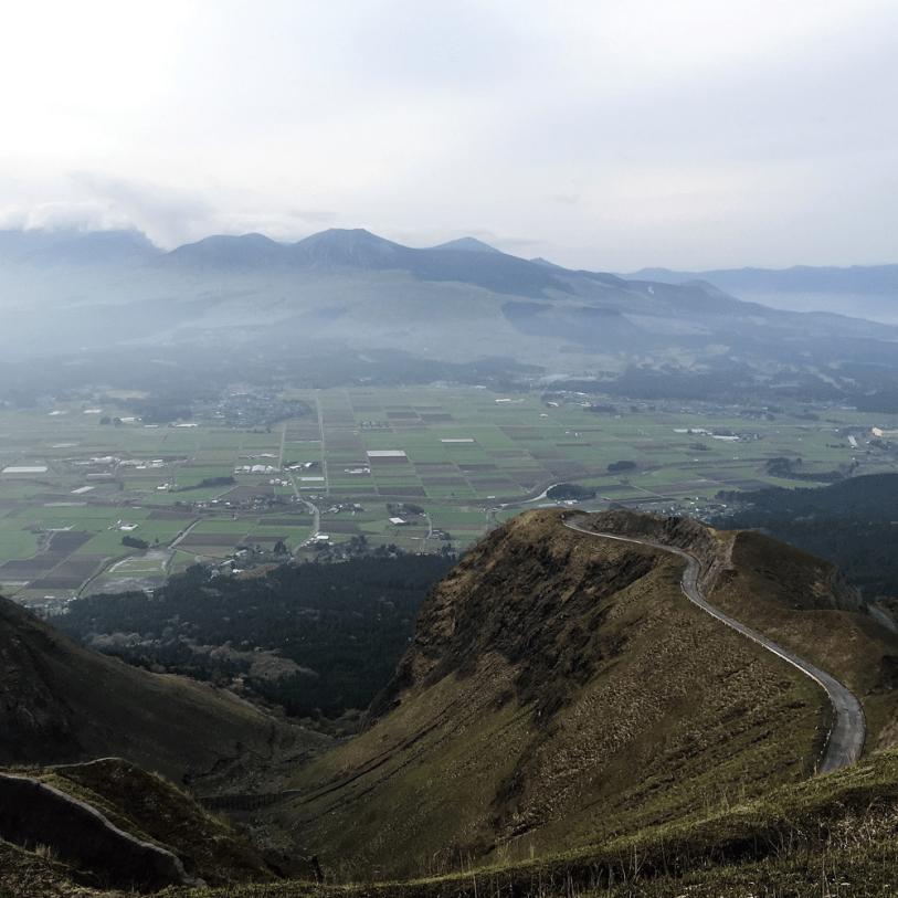 小国町の山歩きガイド「阿蘇山(あそさん)」