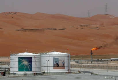 FILE PHOTO: A production facility is seen at Saudi Aramco's Shaybah oilfield in the Empty Quarter, Saudi Arabia, May 22, 2018. REUTERS/Ahmed Jadallah/File Photo