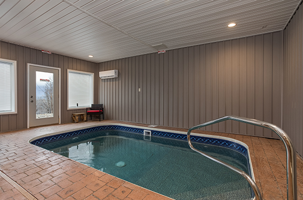 An indoor pool in a Gatlinburg cabin - Splash Mountain Lodge
