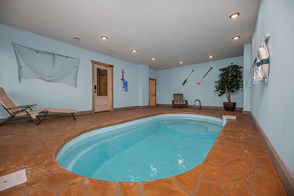 A cabin in Pigeon Forge with an indoor pool - Allstar Pool Lodge