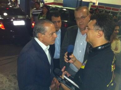 O Prefeito Paulo Garcia e o político Iris Rezende também estiveram lá.