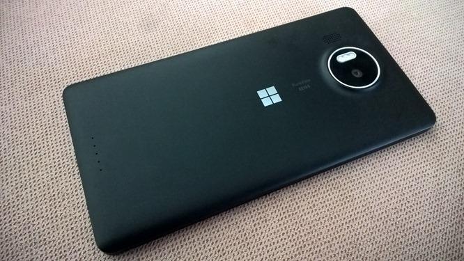 Microsoft_Lumia_950_XL_-_Back_in_Black[1]