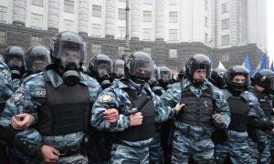 [WIDEO] Ukraina: Napastnik z granatem bojowym napadł na siedzibę rządu