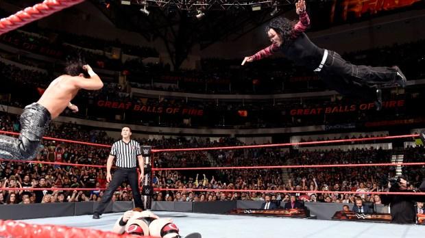Hardys pulando em Sheamus