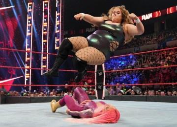 Doudrop e Eva Marie no WWE RAW