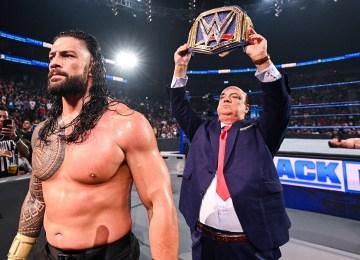 Roman Reigns e Finn Bálor no fim do SmackDown