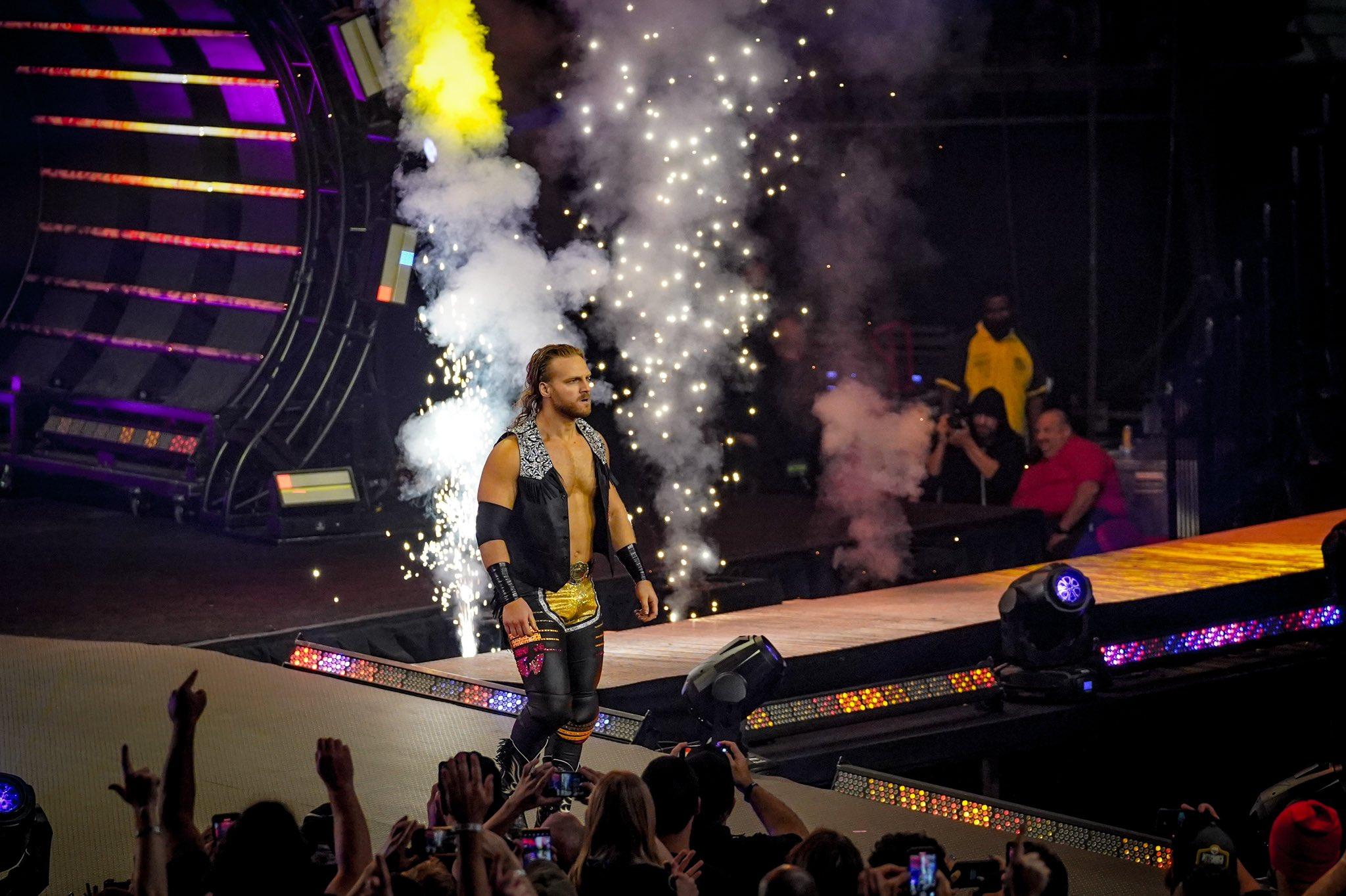 AEW Dynamite contou com o retorno de Adam Page, mas a audiência despencou. Foto: KimberlassKick